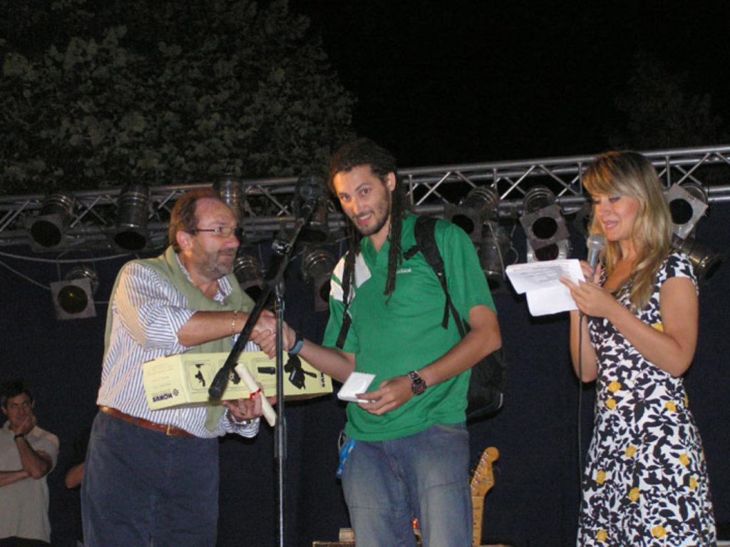 Il consigliere comunale Giovanni Di Cristinzi premia il miglior Under 29 Paolo Sapio